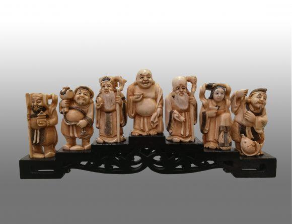 Ensemble de figurines en ivoire Japonais
