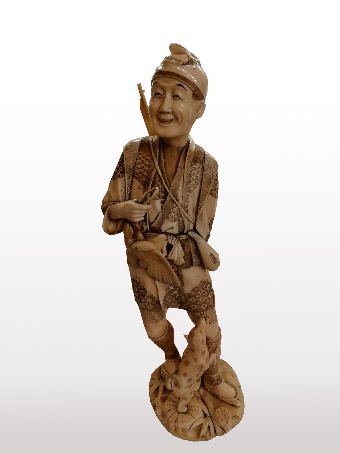 Figurine en ivoire japonais
