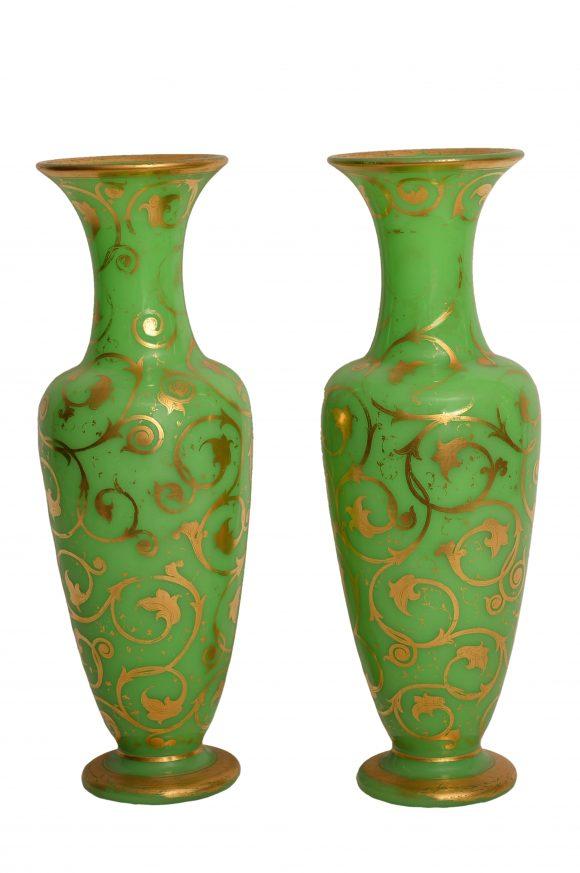 Paire de Vases de style Napoléon III – Opaline de Baccarat
