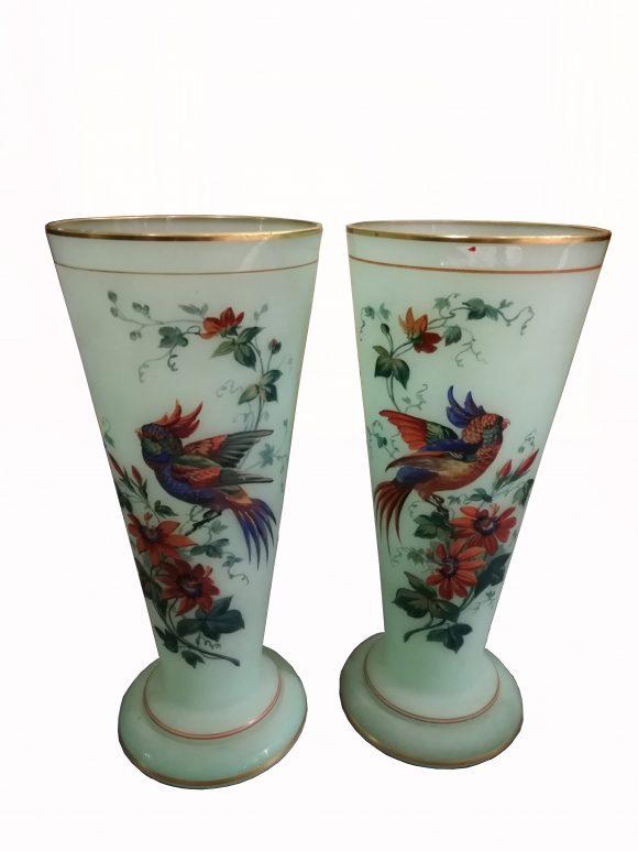 Paire de vases – opaline de Baccarat
