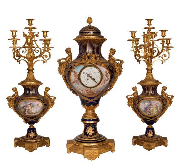 Garniture de cheminée – Porcelaine de Sèvres