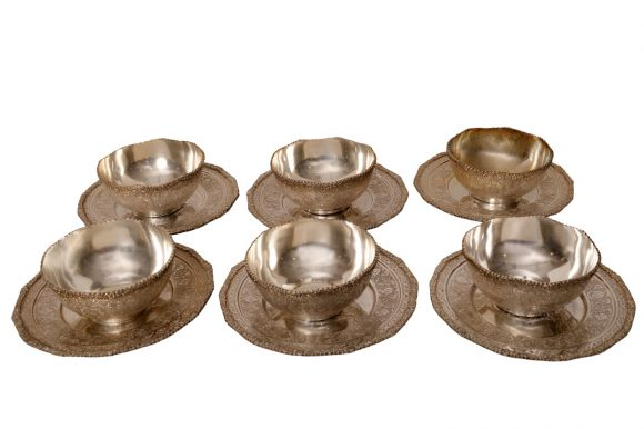 Six rince-doigts et leurs présentoirs en argent persan