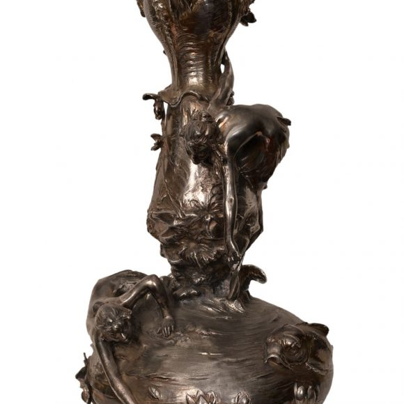 Vase en métal poli – Art Nouveau