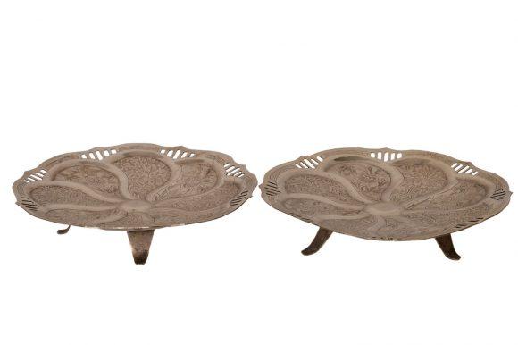 Paire de petites coupes sur pieds en argent persan