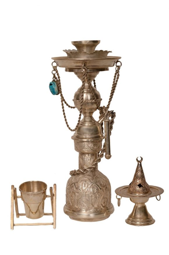 Narguilé miniature, braséro miniature et vase miniature en argent massif