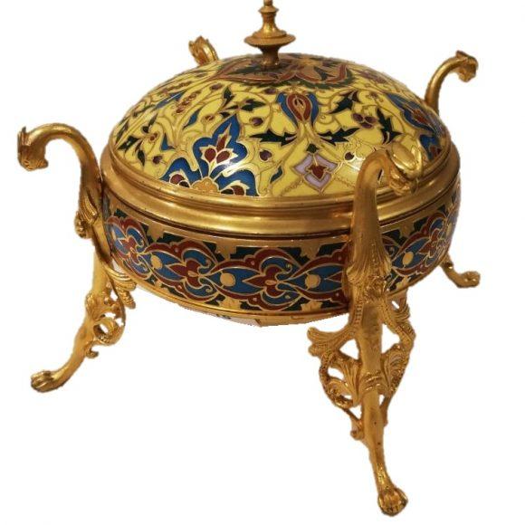 Coffret de style chinois en bronzes dorés