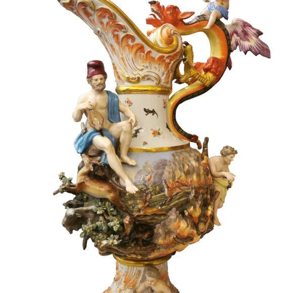 Grande aiguière en porcelaine de Meissen