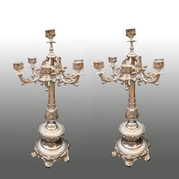 Paire de grands chandeliers en argent