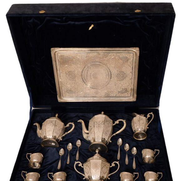 Service à thé et café en argent massif persan