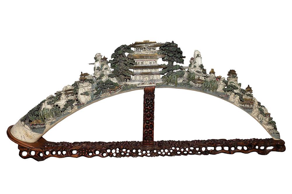 Grand et rare corne – Ivoire chinois