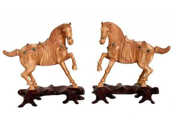 Paire de figurines animalières chinoise en ivoire patiné