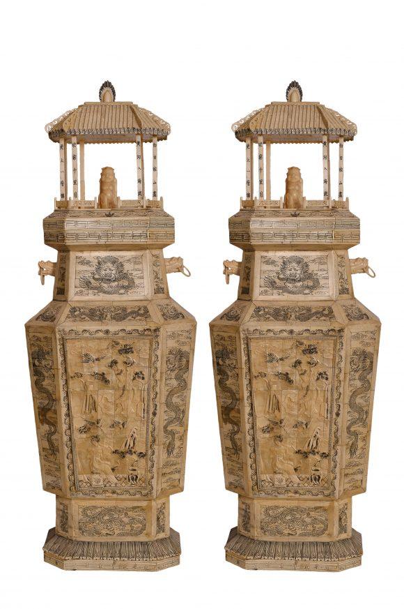 Paire de grands Vases couverts de palais en ivoire chinois