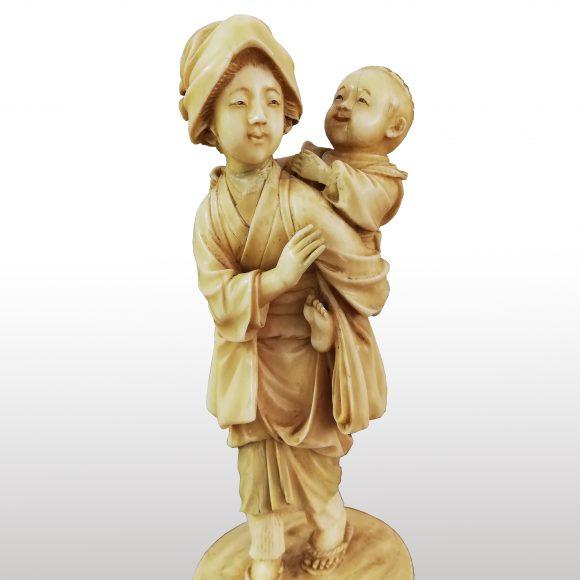 Groupe de figurines en ivoire japonais