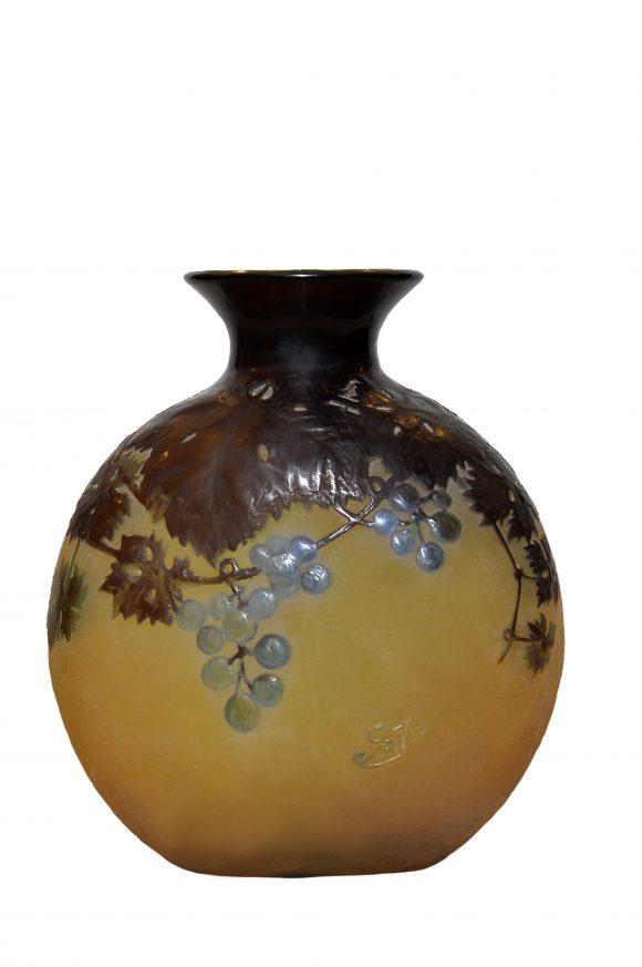 Vase aplatie en pâte de verre – Signé Gallé
