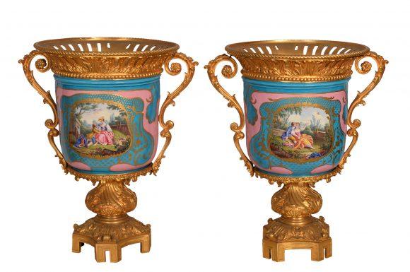 Paire de coupes en porcelaine de Sèvres