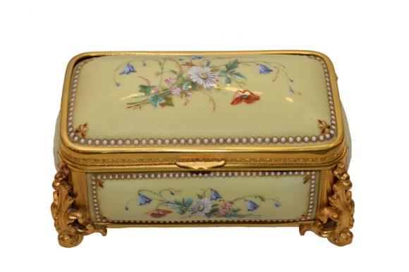 Coffret de style Napoléon III en Porcelaine
