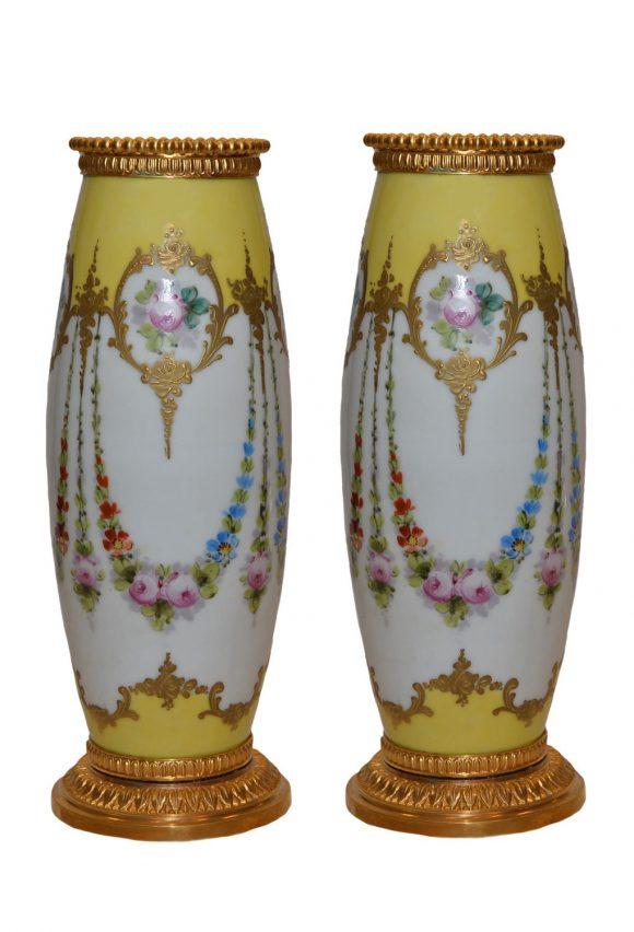 Paire de fin Vases en Porcelaine