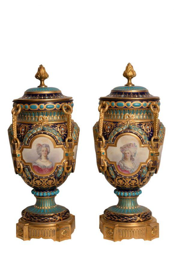 Paire de vases couvert – Porcelaine