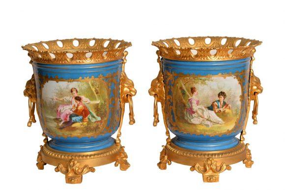 Paire d'Urnes – Porcelaine de Sèvres