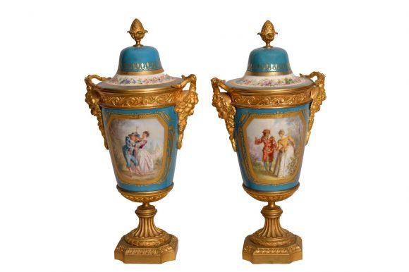 Paire de Cassolettes – Porcelaine de Sèvres