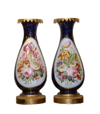 Paire de vases Napoléon III en porcelaine de Paris