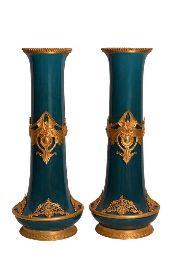 Paire de vases Empire en porcelaine