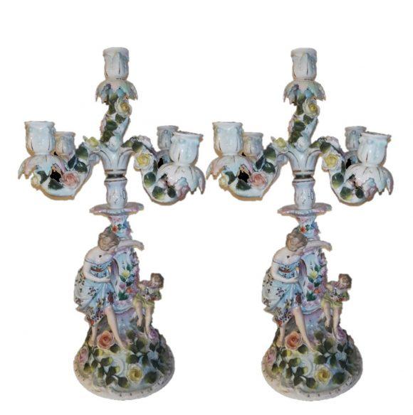 Paire de beau et fin candelabres en porcelaine de style Meissen