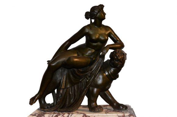 Romaine sur lionne – Sculpture Art déco