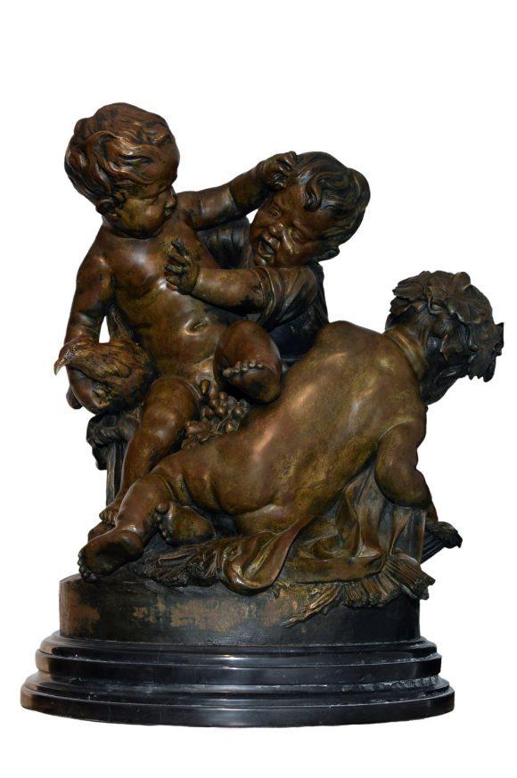 Groupe sculpté représentant trois putti