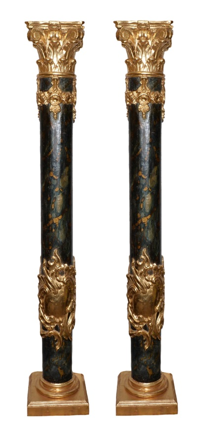 Paire de colonnes en bois sculpté