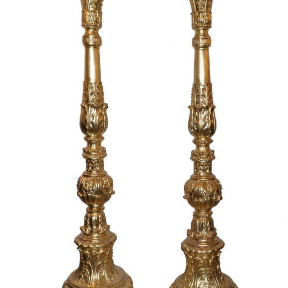 Paire de colonnes en bois sculpté et doré