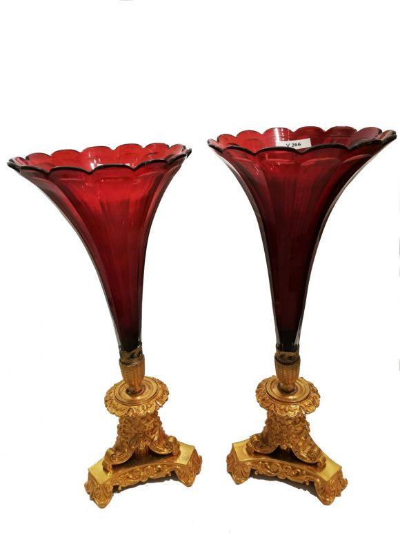 Paire de coupes en forme de flûte en cristal de Baccarat